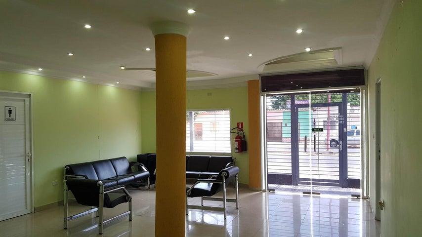 Local Comercial Falcon>Coro>Av El Tenis - Venta:90.000 Precio Referencial - codigo: 19-11337