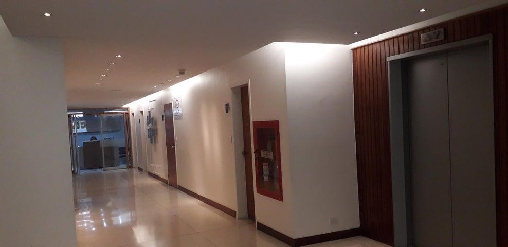 Oficina Distrito Metropolitano>Caracas>Los Palos Grandes - Alquiler:3.500 Precio Referencial - codigo: 19-11352