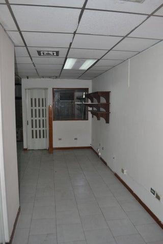Local Comercial Distrito Metropolitano>Caracas>La Urbina - Venta:30.000 Precio Referencial - codigo: 19-11398