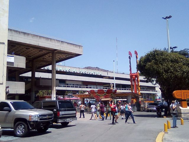 Local Comercial Distrito Metropolitano>Caracas>Propatria - Venta:90.000 Precio Referencial - codigo: 19-11358