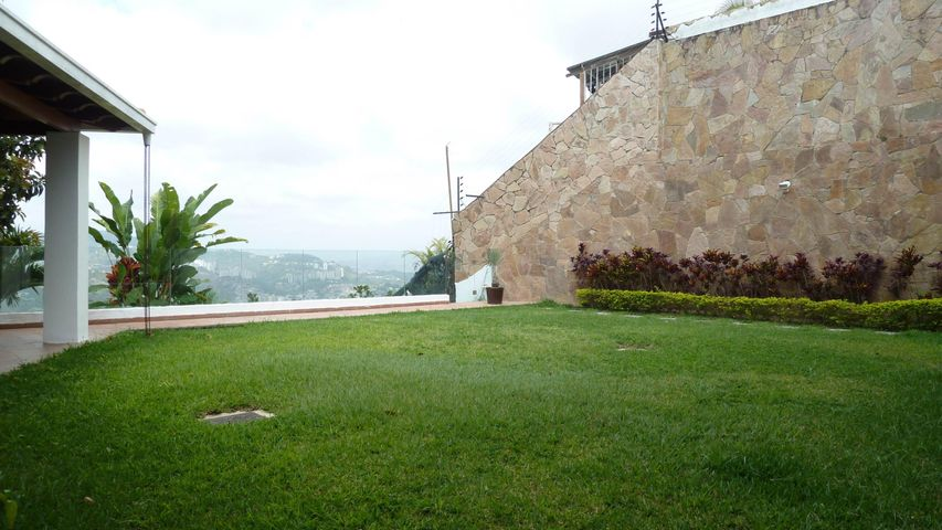 Casa Distrito Metropolitano>Caracas>Los Naranjos del Cafetal - Venta:450.000 Precio Referencial - codigo: 19-11434