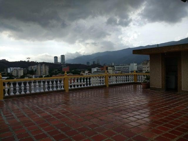 Casa Distrito Metropolitano>Caracas>Colinas de Los Chaguaramos - Venta:325.000 Precio Referencial - codigo: 19-11506