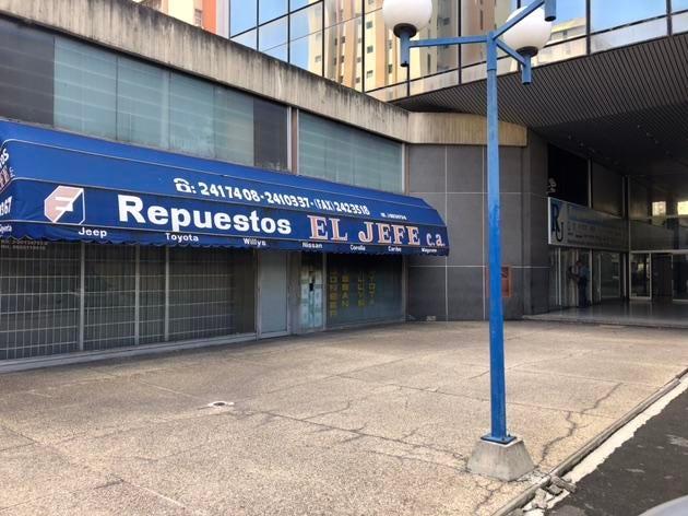 Local Comercial Distrito Metropolitano>Caracas>La Urbina - Venta:55.000 Precio Referencial - codigo: 19-11537
