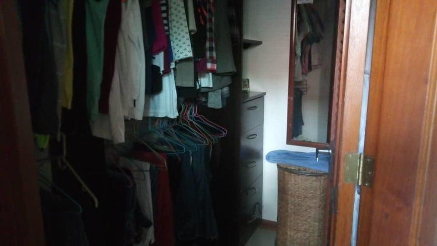Townhouse Carabobo>Municipio Naguanagua>Mañongo - Venta:220.000 Precio Referencial - codigo: 19-11547