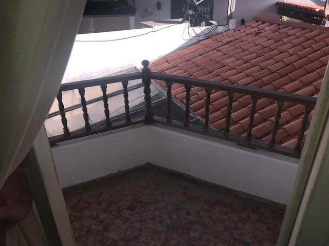 Casa Distrito Metropolitano>Caracas>Alto Prado - Venta:350.000 Precio Referencial - codigo: 19-11680