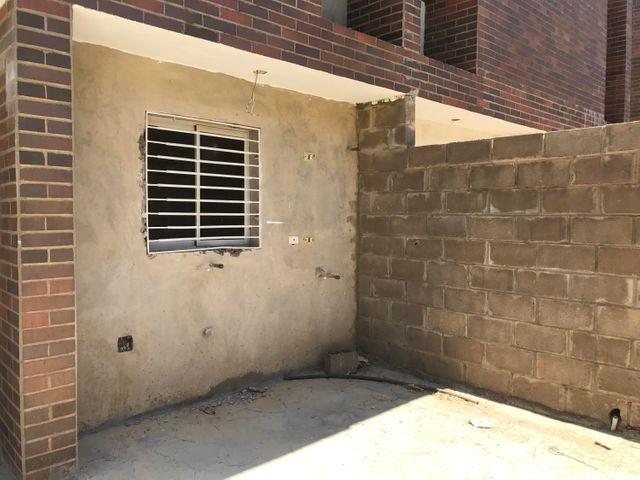 Townhouse Falcon>Punto Fijo>El Cardon - Venta:22.000 Precio Referencial - codigo: 19-11622