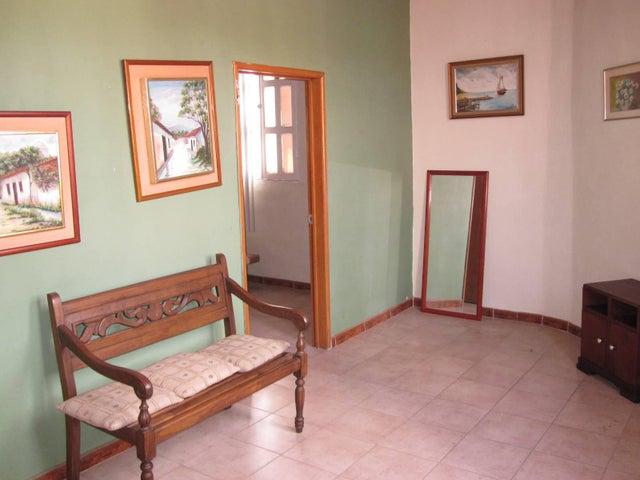 Casa Aragua>Maracay>La Cooperativa - Venta:25.000 Precio Referencial - codigo: 19-11531