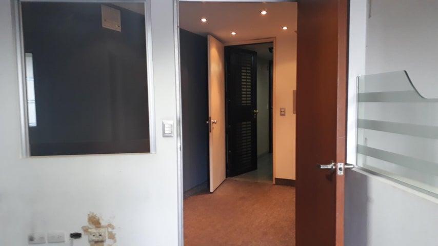 Oficina Distrito Metropolitano>Caracas>Los Dos Caminos - Alquiler:500 Precio Referencial - codigo: 19-11870