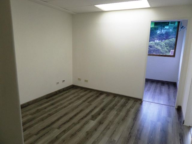 Oficina Distrito Metropolitano>Caracas>Las Mercedes - Alquiler:450 Precio Referencial - codigo: 19-11996