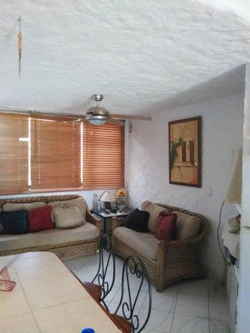 Casa Miranda>Higuerote>Via Curiepe - Venta:20.000 Precio Referencial - codigo: 19-11833