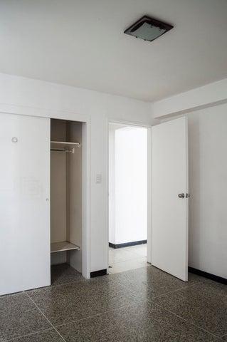 Apartamento Distrito Metropolitano>Caracas>El Marques - Venta:40.000 Precio Referencial - codigo: 19-11837