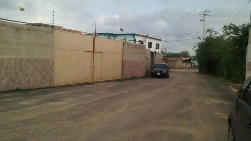 Local Comercial Lara>Barquisimeto>Parroquia Tamaca - Venta:7.000 Precio Referencial - codigo: 19-11952