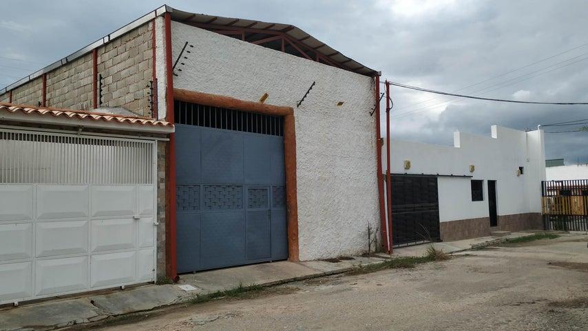Galpon - Deposito Carabobo>Valencia>Parque Valencia - Venta:60.000 Precio Referencial - codigo: 19-12004