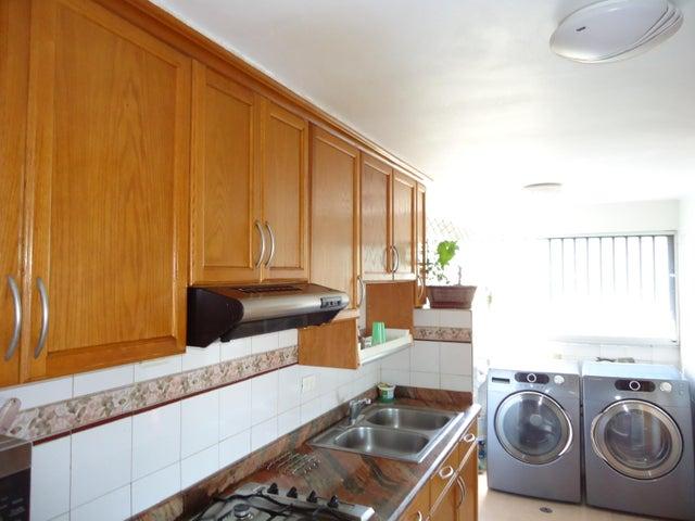 Apartamento Distrito Metropolitano>Caracas>Terrazas del Club Hipico - Venta:80.000 Precio Referencial - codigo: 19-12035