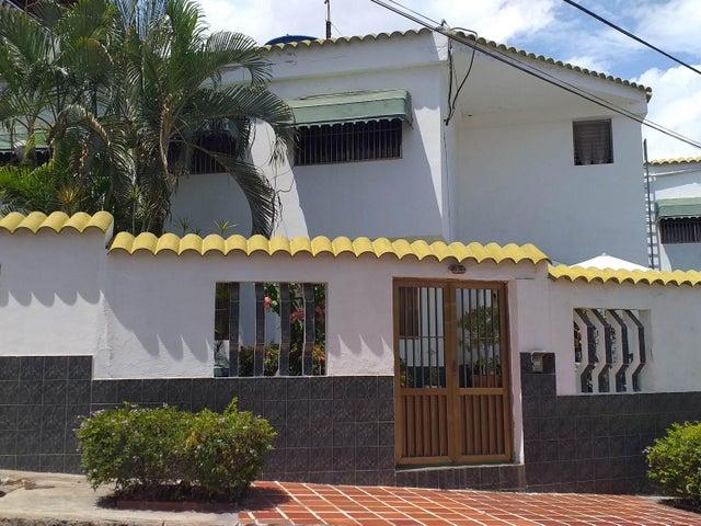 Casa Vargas>Catia La Mar>La colina de Catia la mar - Venta:250.000 Precio Referencial - codigo: 19-12079
