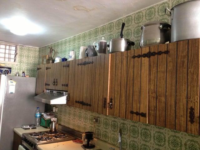 Apartamento Distrito Metropolitano>Caracas>Colinas de Los Chaguaramos - Venta:75.000 Precio Referencial - codigo: 19-12088