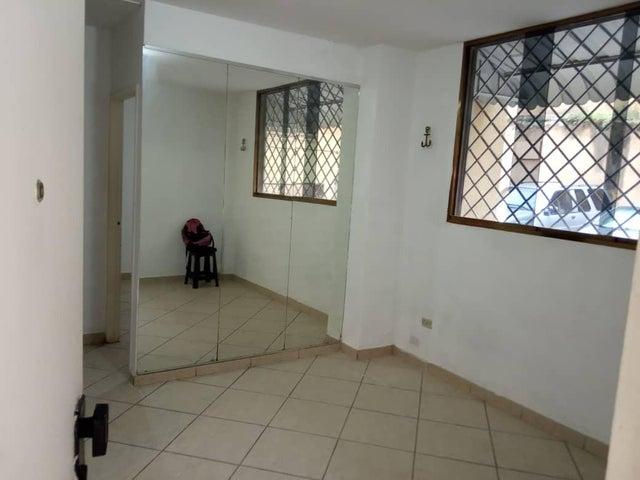 Apartamento Distrito Metropolitano>Caracas>Santa Monica - Alquiler:180 Precio Referencial - codigo: 19-11654