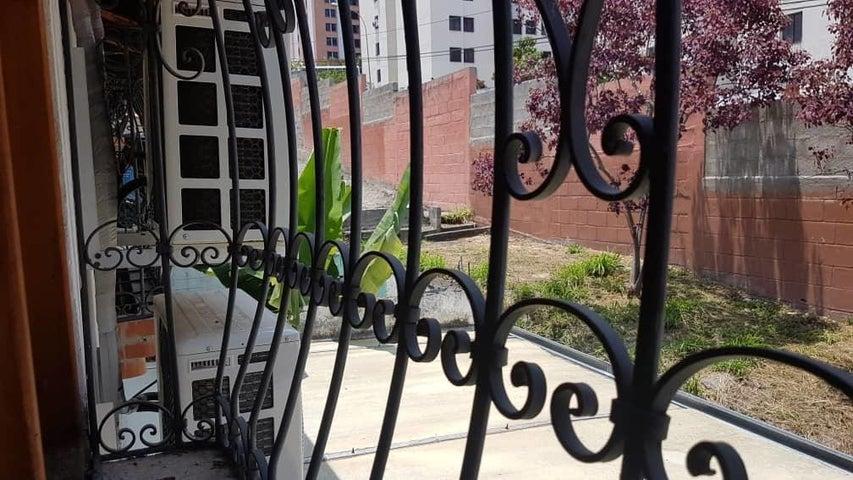 Townhouse Merida>Merida>Campo Claro - Venta:95.000 Precio Referencial - codigo: 19-11495