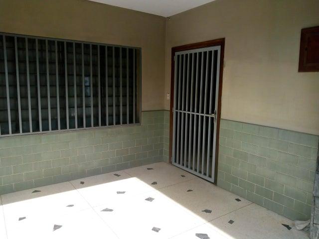 Casa Aragua>Maracay>La Cooperativa - Venta:30.000 Precio Referencial - codigo: 19-12261