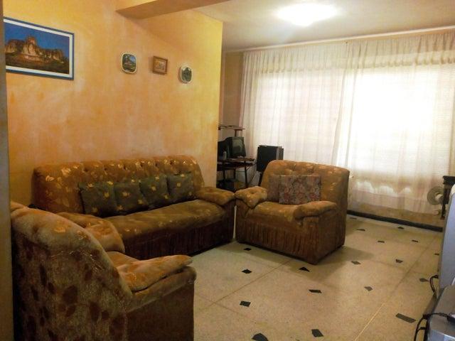 Casa Aragua>Maracay>La Cooperativa - Venta:22.000 Precio Referencial - codigo: 19-12261