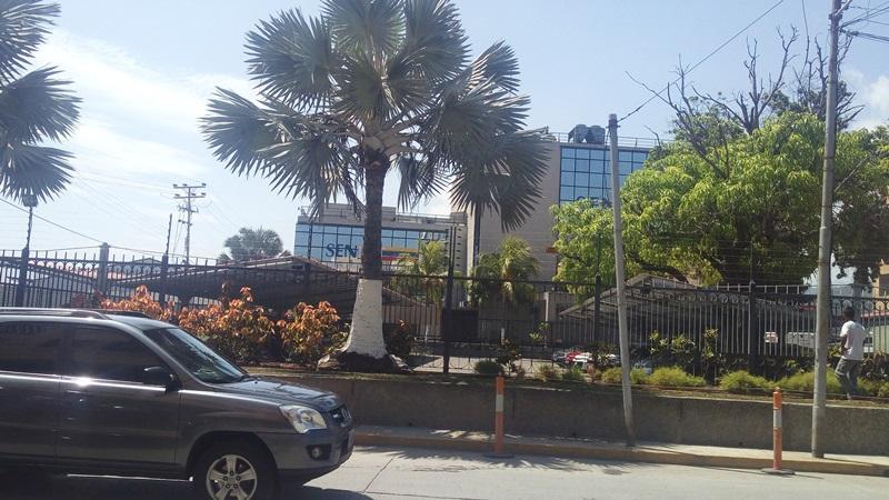 Oficina Carabobo>Puerto Cabello>Zona Colonial - Alquiler:350 Precio Referencial - codigo: 19-15235