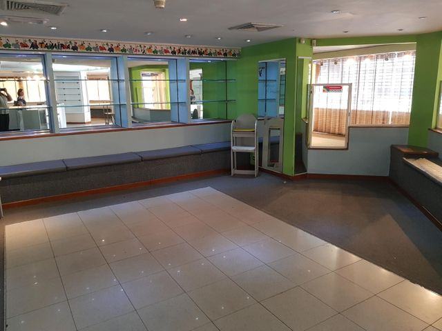 Local Comercial Zulia>Maracaibo>5 de Julio - Alquiler:600 Precio Referencial - codigo: 19-12443