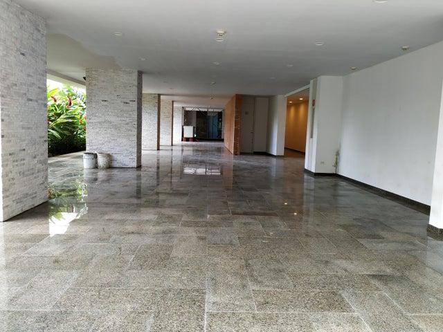 Apartamento Distrito Metropolitano>Caracas>Los Palos Grandes - Venta:417.500 Precio Referencial - codigo: 19-12705