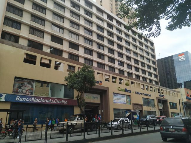 Local Comercial Distrito Metropolitano>Caracas>La Candelaria - Venta:55.000 Precio Referencial - codigo: 19-12717