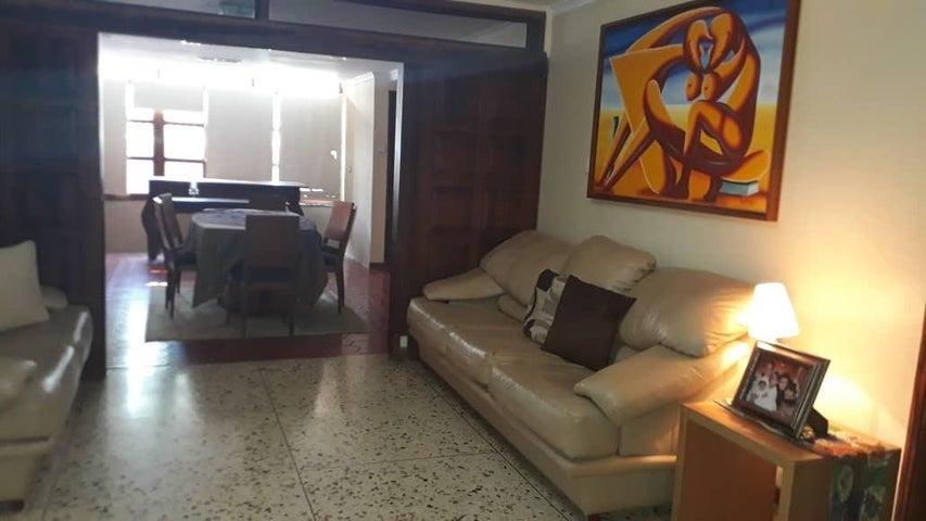 Casa Zulia>Maracaibo>Cantaclaro - Venta:50.000 Precio Referencial - codigo: 19-12941