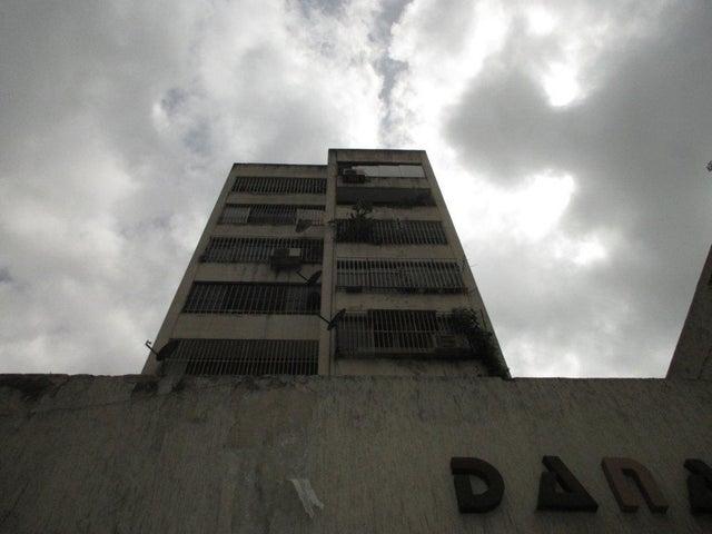 Apartamento Distrito Metropolitano>Caracas>Parroquia La Candelaria - Venta:21.000 Precio Referencial - codigo: 19-12975