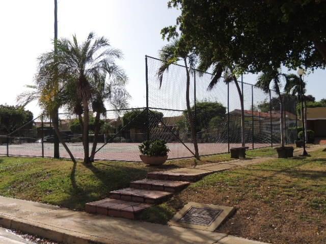 Townhouse Zulia>Maracaibo>Fuerzas Armadas - Venta:160.000 Precio Referencial - codigo: 19-12770