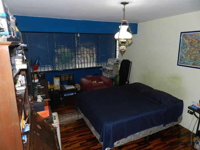 Casa Distrito Metropolitano>Caracas>El Cafetal - Venta:250.000 Precio Referencial - codigo: 19-12929