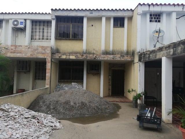 Townhouse Zulia>Ciudad Ojeda>La 'L' - Venta:12.000 Precio Referencial - codigo: 19-12961