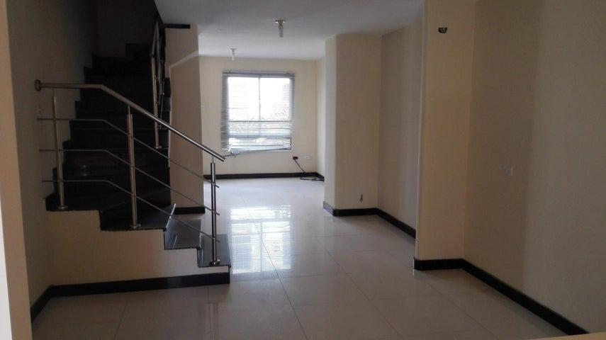 Townhouse Zulia>Maracaibo>Via La Concepcion - Venta:8.500 Precio Referencial - codigo: 19-12969