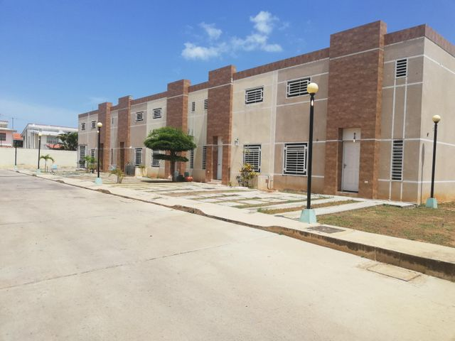 Townhouse Zulia>Cabimas>Buena Vista - Venta:60.000 Precio Referencial - codigo: 19-13001
