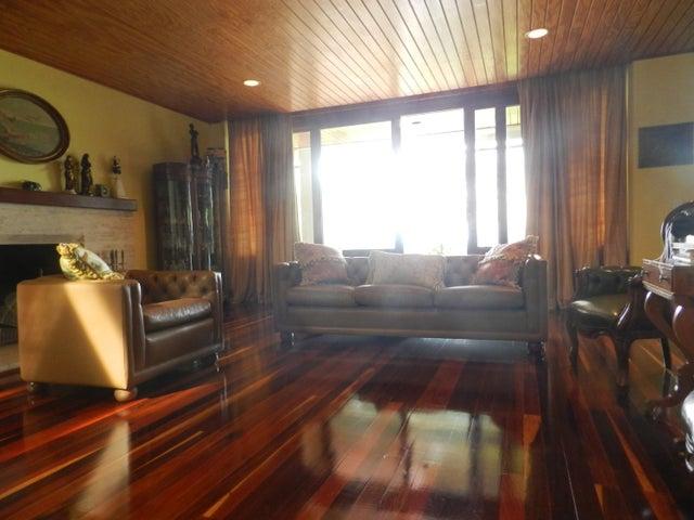 Casa Distrito Metropolitano>Caracas>La Lagunita Country Club - Venta:800.000 Precio Referencial - codigo: 19-13027