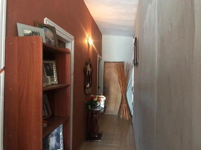 Casa Falcon>Punto Fijo>Los Caciques - Venta:21.000 Precio Referencial - codigo: 19-13043