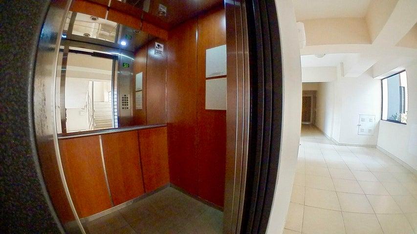 Apartamento Lara>Barquisimeto>Zona Este - Venta:45.000 Precio Referencial - codigo: 19-13061