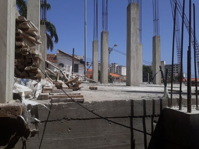 Industrial Vargas>Parroquia Caraballeda>Los Corales - Venta:685.000 Precio Referencial - codigo: 19-13457