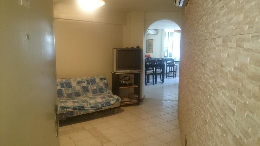 Apartamento Vargas>Catia La Mar>Playa Grande - Venta:40.000 Precio Referencial - codigo: 19-13082