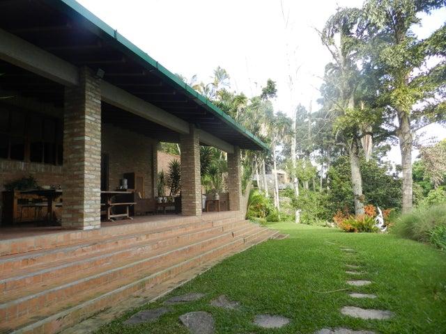 Casa Distrito Metropolitano>Caracas>Alto Hatillo - Venta:1.450.000 Precio Referencial - codigo: 19-13107