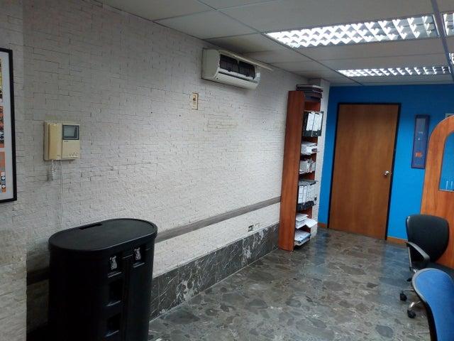Oficina Distrito Metropolitano>Caracas>Chacao - Venta:225.000 Precio Referencial - codigo: 19-13252