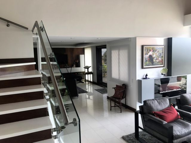 Casa Distrito Metropolitano>Caracas>Alto Hatillo - Venta:1.200.000 Precio Referencial - codigo: 19-13229