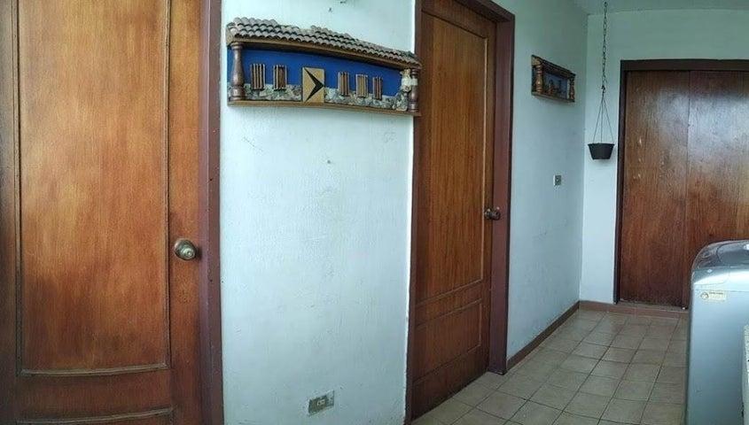 Apartamento Carabobo>Valencia>Majay - Venta:21.000 Precio Referencial - codigo: 19-13233