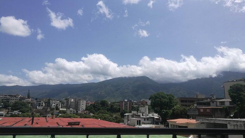Casa Distrito Metropolitano>Caracas>Colinas de Bello Monte - Venta:600.000 Precio Referencial - codigo: 19-13302