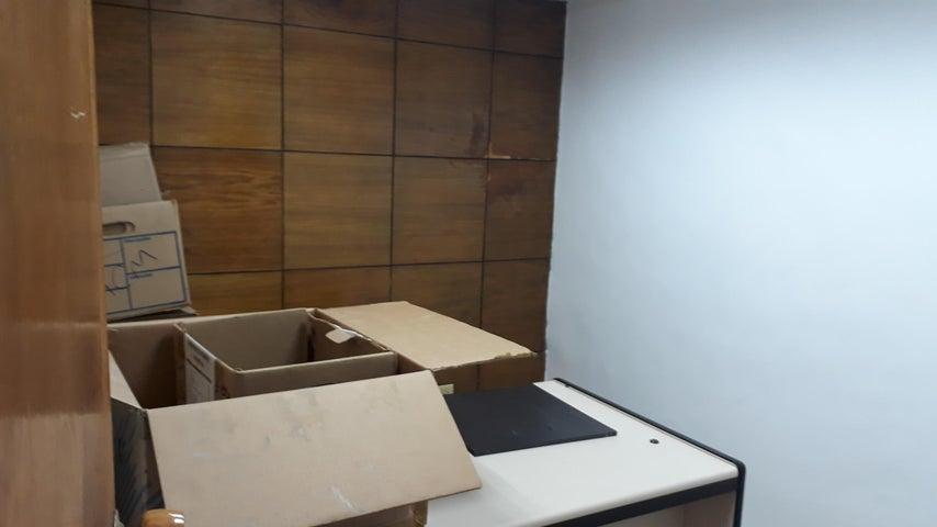 Oficina Distrito Metropolitano>Caracas>Santa Eduvigis - Alquiler:400 Precio Referencial - codigo: 19-13403