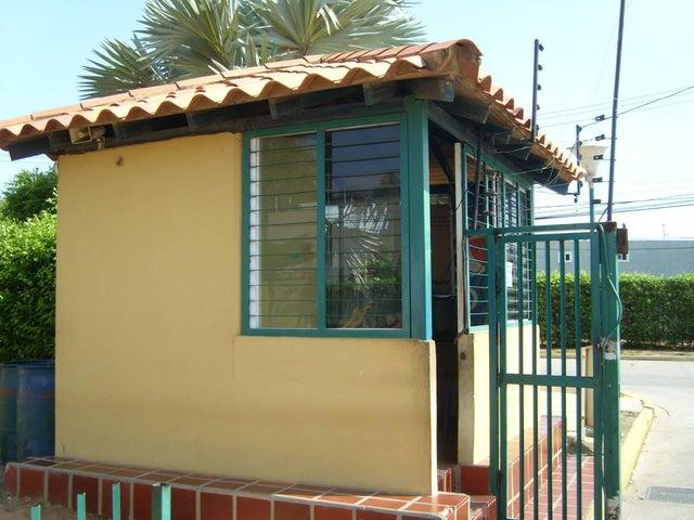 Townhouse Zulia>Maracaibo>Via La Concepcion - Venta:9.000 Precio Referencial - codigo: 19-13402