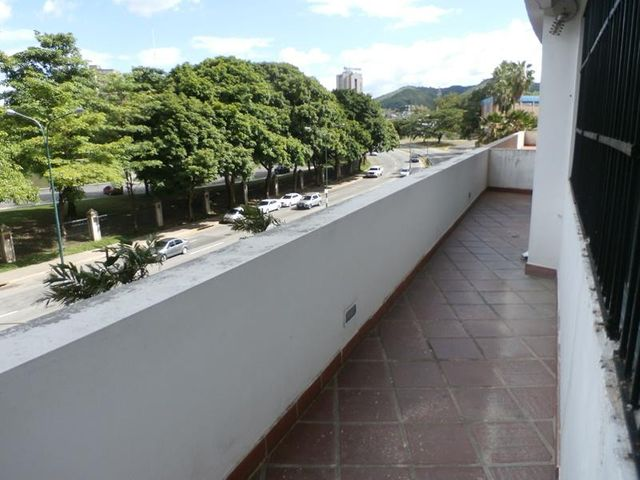 Oficina Carabobo>Valencia>Kerdell - Alquiler:500 Precio Referencial - codigo: 19-13728