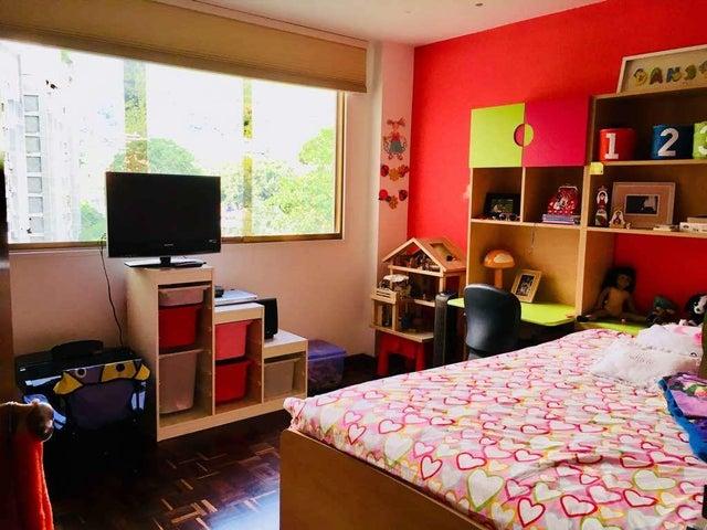 Apartamento Distrito Metropolitano>Caracas>Los Palos Grandes - Venta:250.000 Precio Referencial - codigo: 19-13514