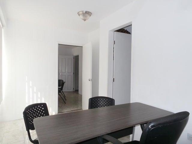 Oficina Aragua>Maracay>Zona Centro - Alquiler:150 Precio Referencial - codigo: 19-13791